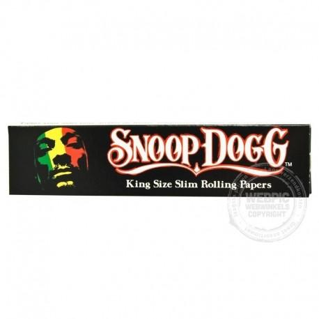 Snoop Dogg smoking paper